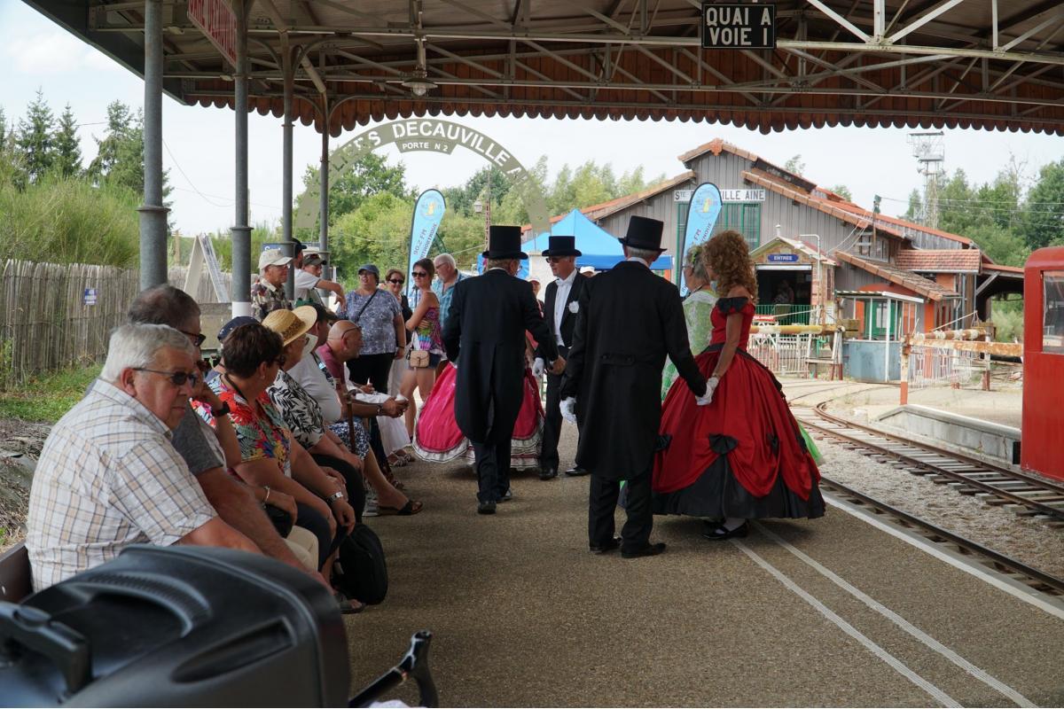 ORNITHORYNQUE, au Petit Train de Semur En Vallon, pour les 100 ans de Citroën