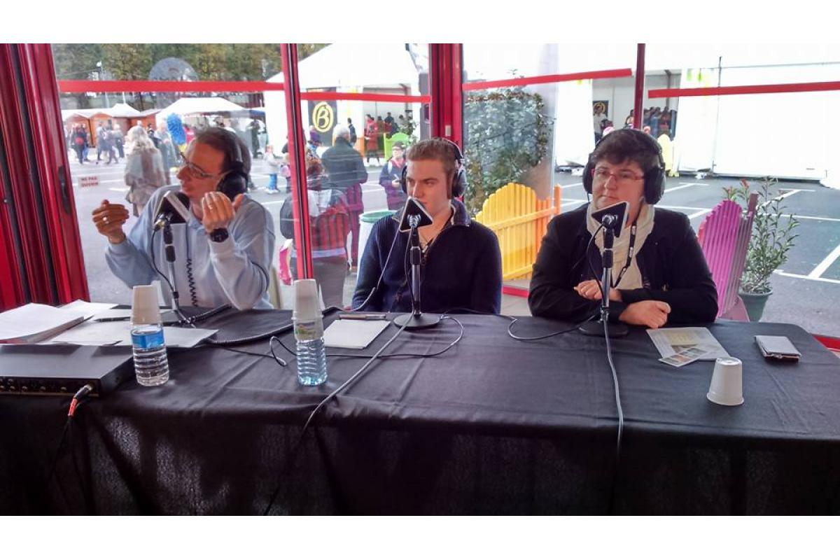 Ludovic Maris (Ornithorynque), Pierre Girault (Cartables FM), Valerie Cascio (Contact FM)